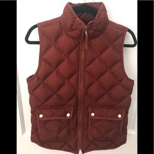 J.Crew field down vest red-brown with gold snaps S